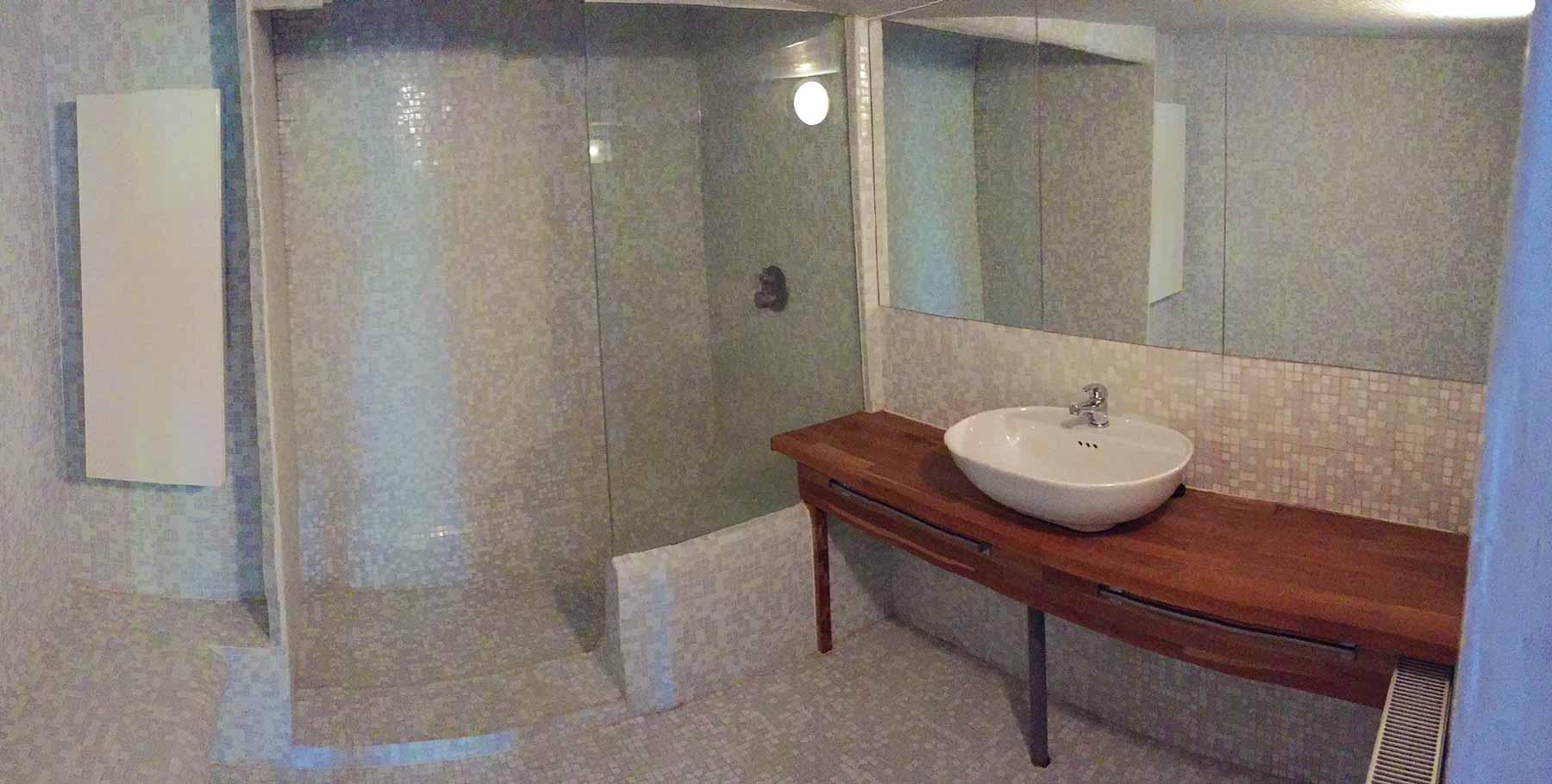 Te koop mooi gelegen halfopen bebouwing in 9051 gent - Functionele badkamer ...